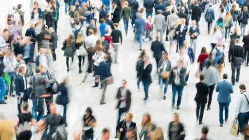 Foto einer Menschenmenge als Symbolbild für den FASD Projekt Zahlen für Hamburg